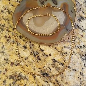 costume Jewelry - Set of Golden hearts necklace & bracelet GUC